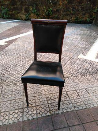 sillas de madera y cuero