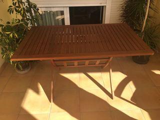 Mesa y 5 sillones de teca