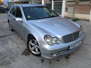 Mercedes-Benz Clase C 2005.