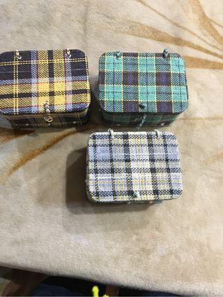 3 cajas de de mimbre y tela