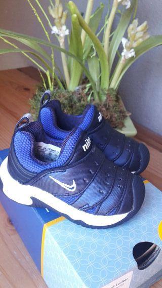 Nike play - Little Adillo