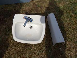 lavabo con grifo y pié