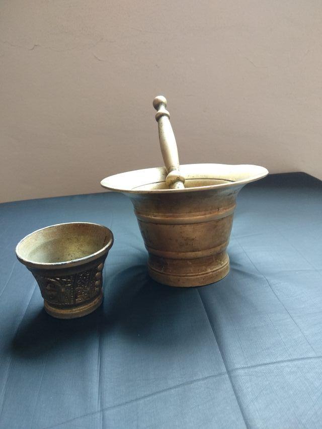 Almirez de bronce antiguo