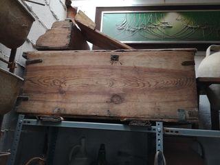 antiguo arcón de madera
