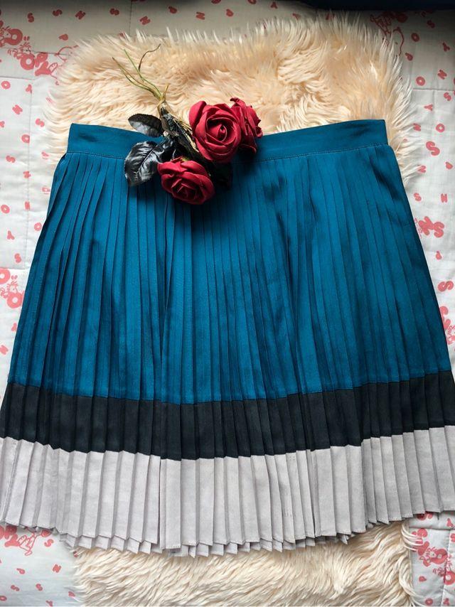 810ae998c Kling falda plisada azul pavo real Lady de segunda mano por 15 € en ...