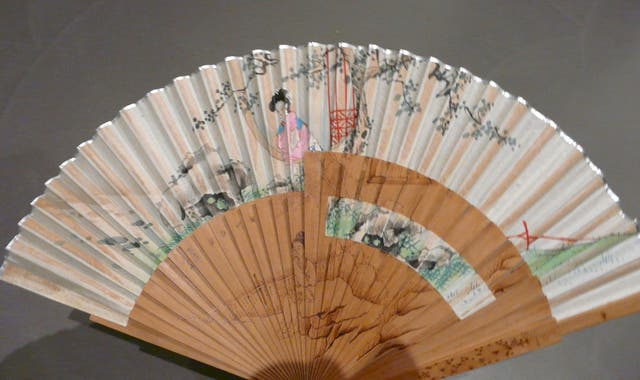 Eventail japonais soie et bois santal ancien