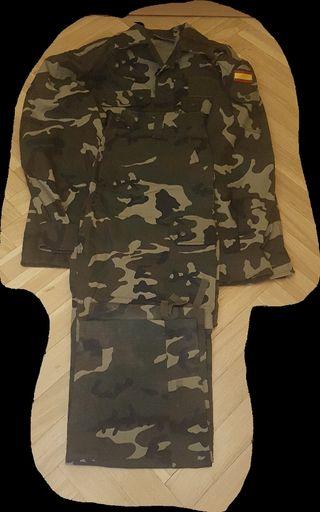 traje militar boscoso