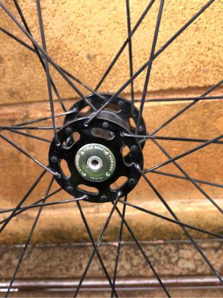 rueda de 275 pulgadas lefty