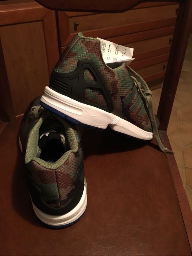 forma Eh Tomar conciencia  Zapatillas adidas Originals ZX Flux militar de segunda mano por 50 € en  Barcelona en WALLAPOP