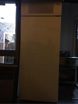 Se vende congelador vertical