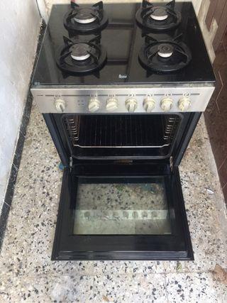 Cocina gas Natural, Horno Eléctrico.