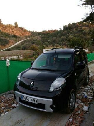 se vende Renault Kangoo 2010