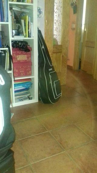 busco profesor de guitarra para empezar en octubre