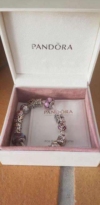 Pulsera Pandora con 14 abalorios