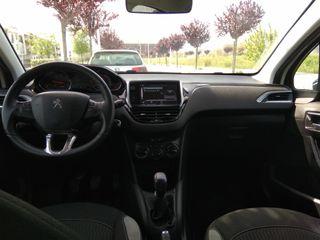 Peugeot 208 2015 con pantalla