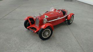 Burago: Alfa Romeo 1/18 Monza 2300