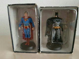 Figuras de Batman y Superman de plomo