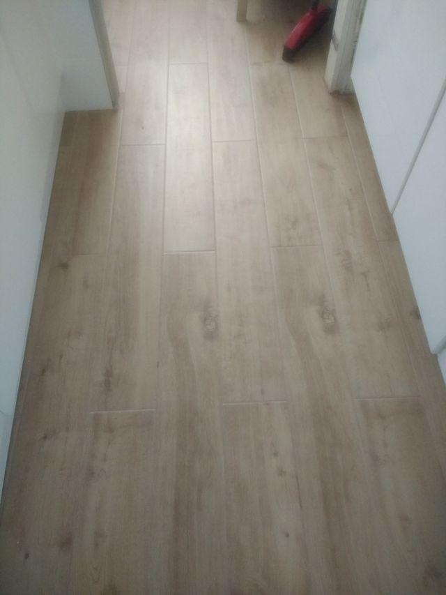 Suelo porcelanico imitacion madera de segunda mano por 14 en madrid en wallapop - Suelo imitacion madera ...