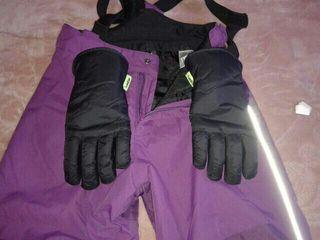 mono y guantes nieve