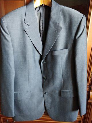 Traje de chaqueta gris marca Pierre Carden