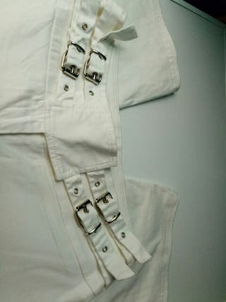 pantalon corto color blanco