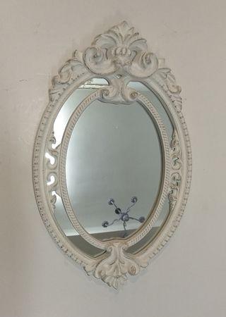 Espejo blanco vintage