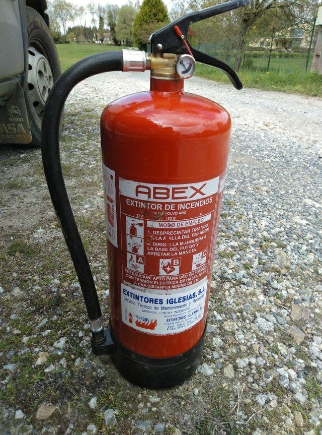 extintor seminuevo con revisiones al dia.