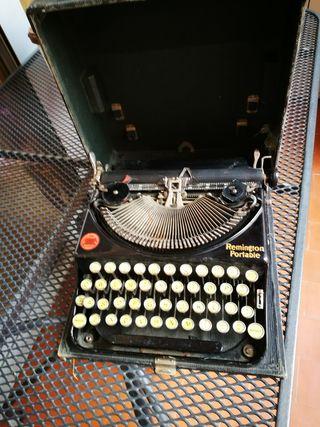 Máquina de escribir Remington portable.