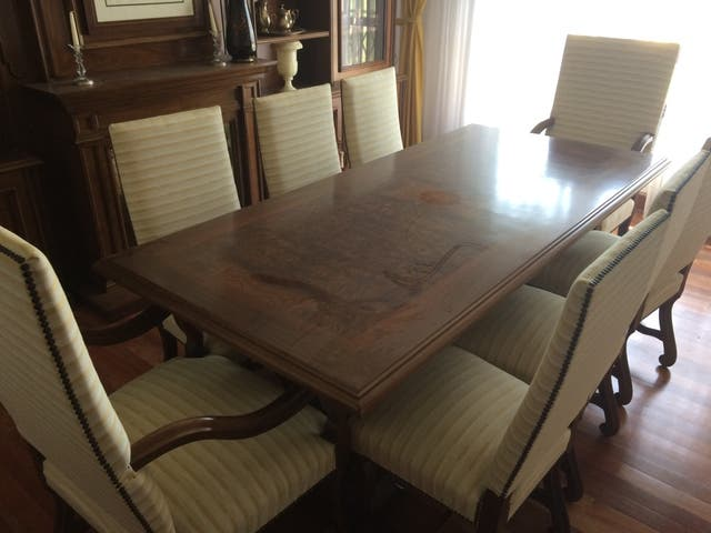 Mesa sillas comedor de segunda mano por 2.500 € en Armunia en WALLAPOP