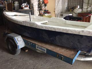 Se vende canoa de madera con remos incluidos