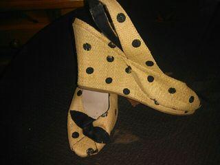 Sandalias con lunares