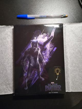 Agenda oficial de Black Panther con iluminación