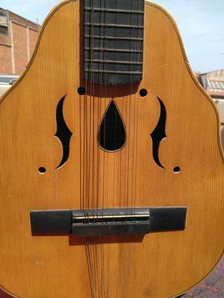 Laud (Modelo: Tijola) De 12 cuerdas.