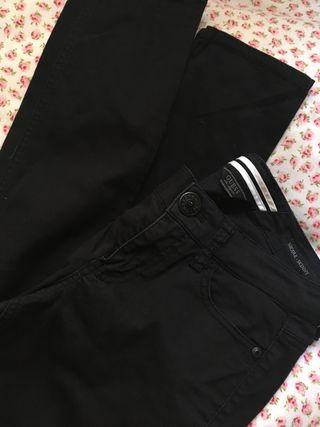 Pantalones negros GUEES