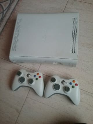 vendo xbox 360 con dos mandos y 7 videojuegos .
