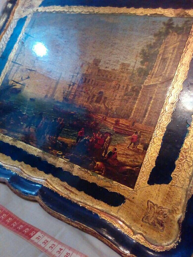 antigua bandeja de madera y pan de oro