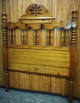 Cabecero rústico, madera tallada