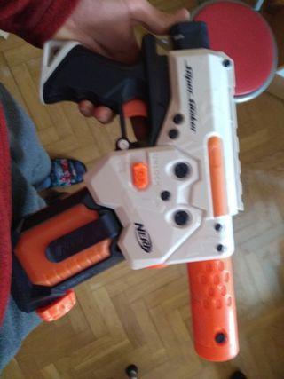 pistola de agua super soaker eléctrica