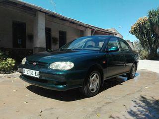KIA Sephia 2000 1.5 gasolina 160.000km manual