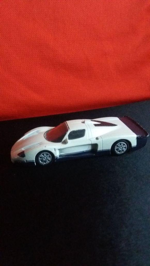 Coche de carreras Maserati