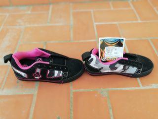 zapatillas con ruedas, patines.