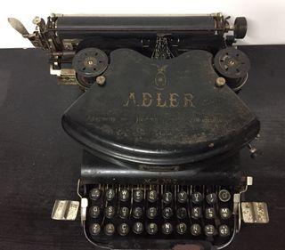 Máquina de escribir Adler
