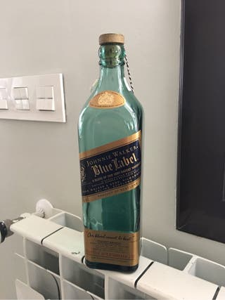 Botella vacía blue label