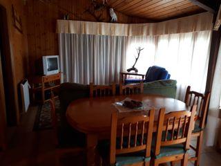 mesa de comedor y seis sillas en buen estado