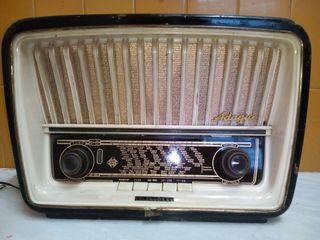 RADIO A VALVULAS TELEFUNKEN ADAGIO (U-1836)