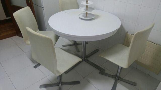 Mesa cocina redonda extensible y 4 sillas a juego de segunda mano ...