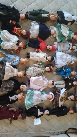 colección de 24 muñecas de seramica