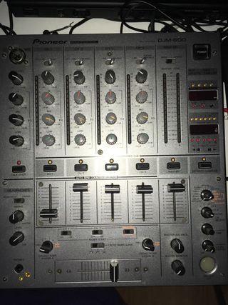 Mesa de mezclas, Pioneer 600