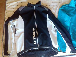 chaqueta y chubasquero ciclista