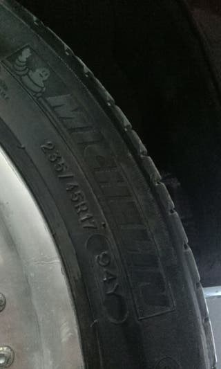 (4) 235/45/17 Michelin-Keter